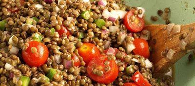 HELLASTHIVA: Φακές σαλάτα με φέτα και ντομάτα