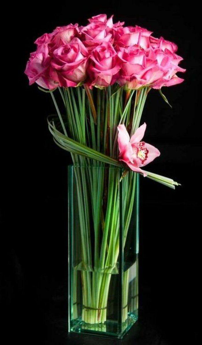 art floral moderne, grand bouquet de roses dans un vase transparent