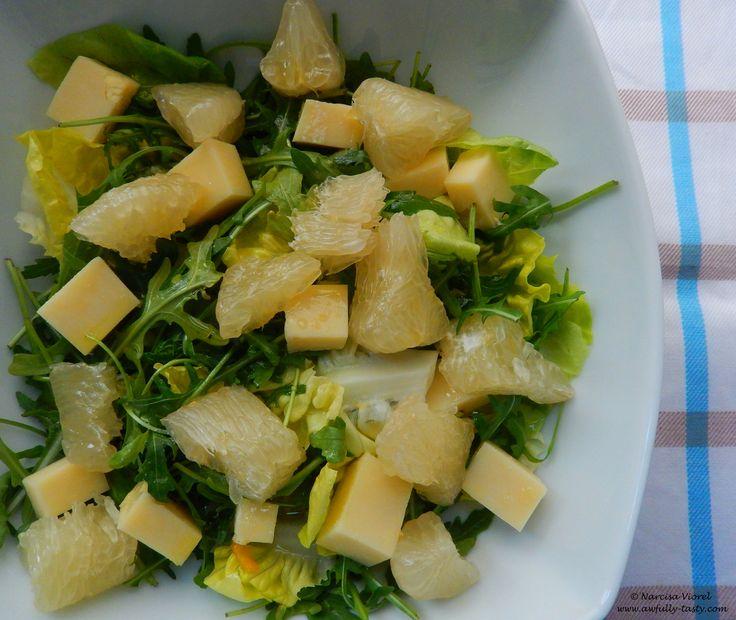Salata cu pomelo si cascaval.  Pomelo and cheddar salad.