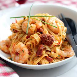 Rich, garlicky shrimp and chorizo linguini: Shrimp Linguine, Cooking Recipe, Garlicki Chorizo, Foodies Foodporn, Prawn Linguini, Chorizo Linguini, Shrimp Linguini, Garlicki Shrimp, Night Dinners