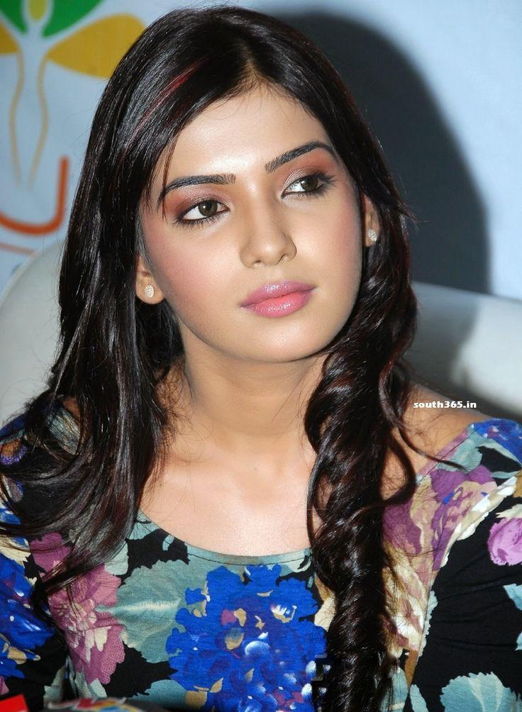 Samantha Ruth Prabhu Closeup Smiley Photos and Movie Pictures (7) at Samantha Ruth Prabhu Cute Smile Stills #SamanthaRuthPrabhu