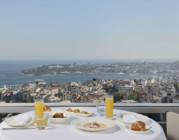 Anadolu'nun yöresel ve etnik mutfaklarından pek çok farklı lezzeti, yenilikçi ve yaratıcı bir yorumla sunuyor. The Marmara Taksim'in panoramik şehir manzaralı teras katında bulunmaktadır.