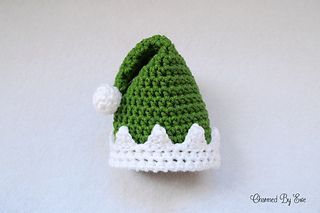 A sweet little elf hat.. an egg cosy perhaps? #mollietakeover