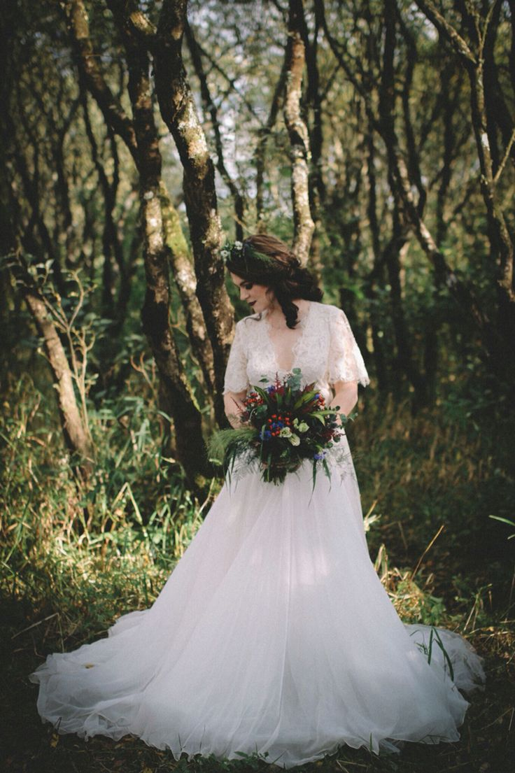Modern day Celtic bride MUA HOB Makeup Artistry, Photo: Verona Photography, Flowers Waterlilly Florist, Gown The White Room, Jewelry Jasmine