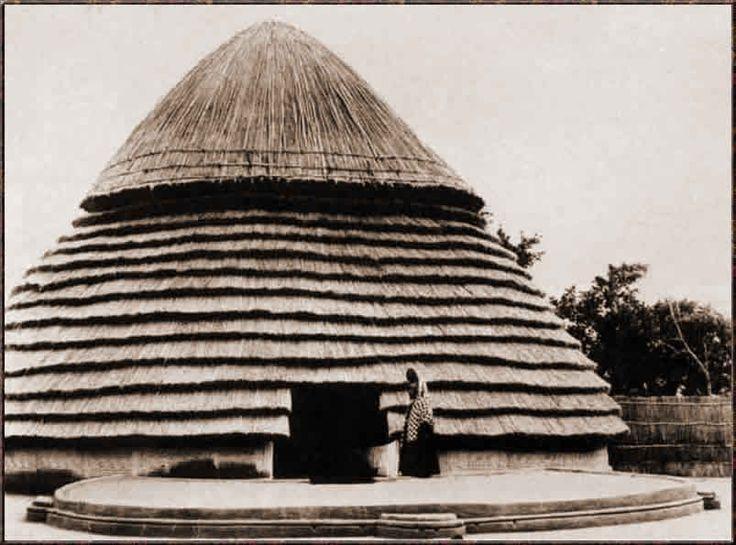 La maison de femme d'un chef Peul, Dalaba. Photo G. Labitte, 1942.