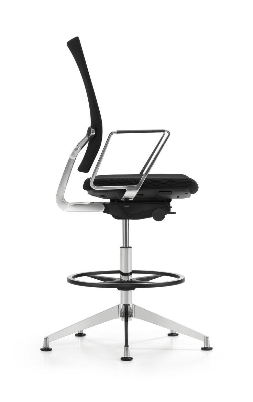 "Swivel chair ""Diagon"". Design: Burkhard Vogther #girsberger #furniture #architecture #interiors #interiordesign #interieur #möbel #meuble #design #architektur #Innenarchitektur #büro #büroeinrichtung #bürowelt #büroumgebung #büromöbel #bürogestaltung #bürostuhl #büroarbeitsstuhl #bürodrehstuhl #drehstuhl #möbeldesign #konferenzstuhl #konferenzraum #konferenzdrehstuhl #besucherstuhl #office #officeinteriors  #officenvironment #officefurniture #officedesign #officechair#swivelchair"