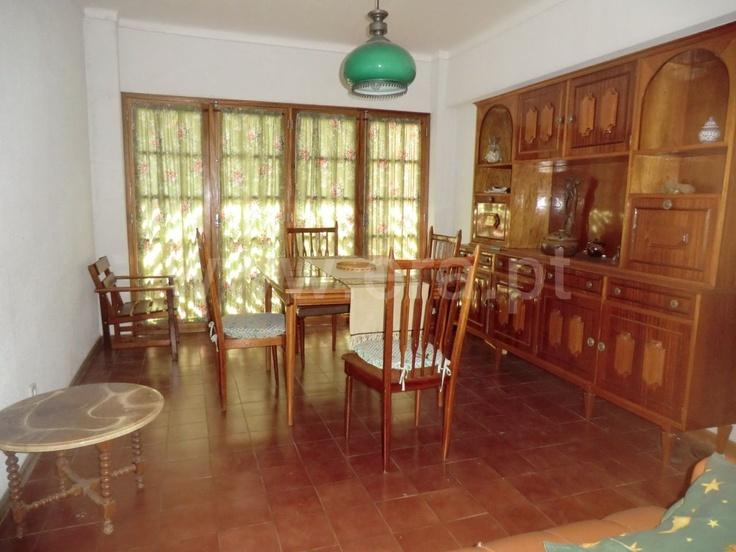 Apartamento  T2 / Vila Real de Santo António, Vila Real de Santo António - Apartamento com 2 quartos, usado. 55m2. Cozinha equipada. Zona central da cidade perto do rio. Bom investimento ....55.000.00€