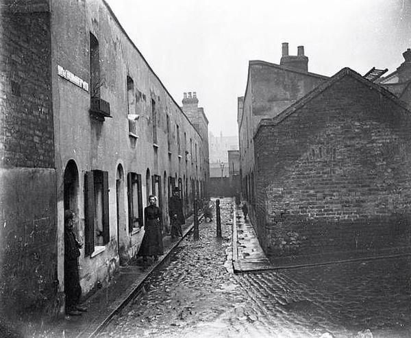 Little Collingwood Street in Bethnal Green in 1900 - the houses faced each other across a 9ft gap.