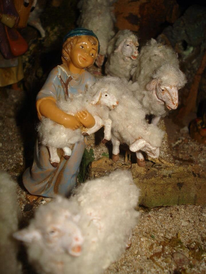 Want to make your sheep really come to life? Wrap some cotton around them! #Fontanini #Nativity #Building #Tips