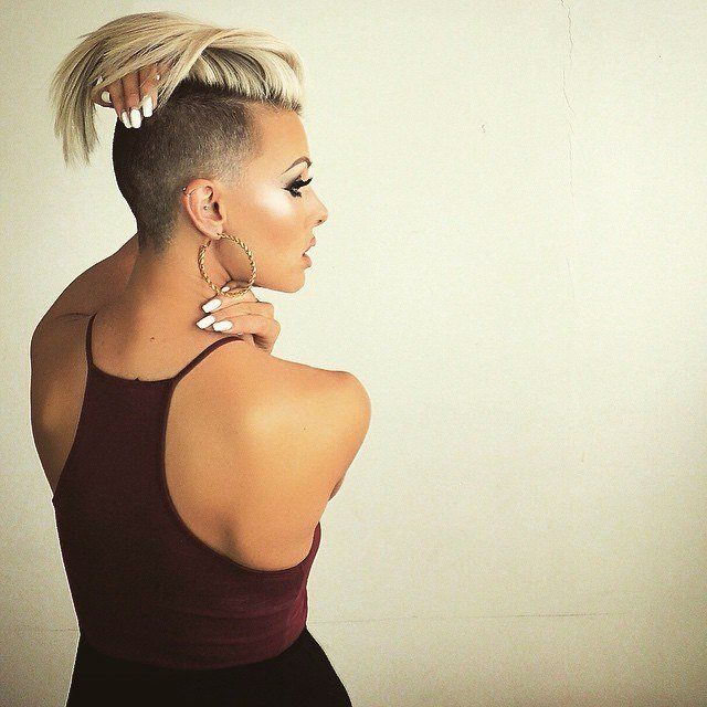Shania twan boob