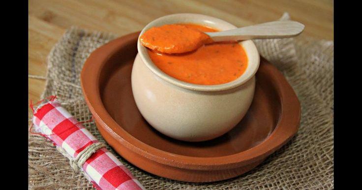 Disfruta sin complicaciones y de forma rápida de la salsa canaria más famosa: el mojo picón. Una receta que comparte la autora del blog EL DULCE PALADAR.