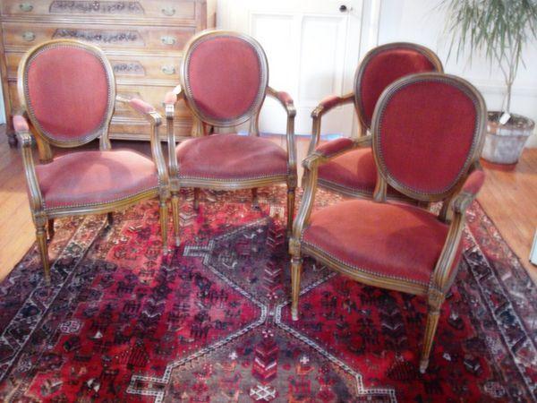 Annonce vente 4 fauteuils style louis xvi, velours rouge brique 4 occasion : meubles à vendre sur ParuVendu Mondebarras WB148087412