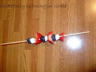 Blueberry, marshmallow, strawberry skewer. Great for teaching patterning.