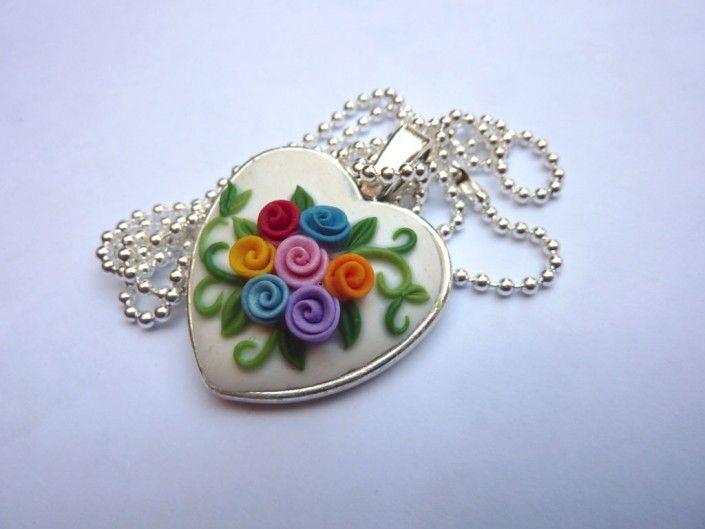 #silver heart-shaped #pendant with multi-colored #rose in polymer clay handmade - Ciondolo d'argento a forma di cuore con roselline colorate in fimo fatto a mano