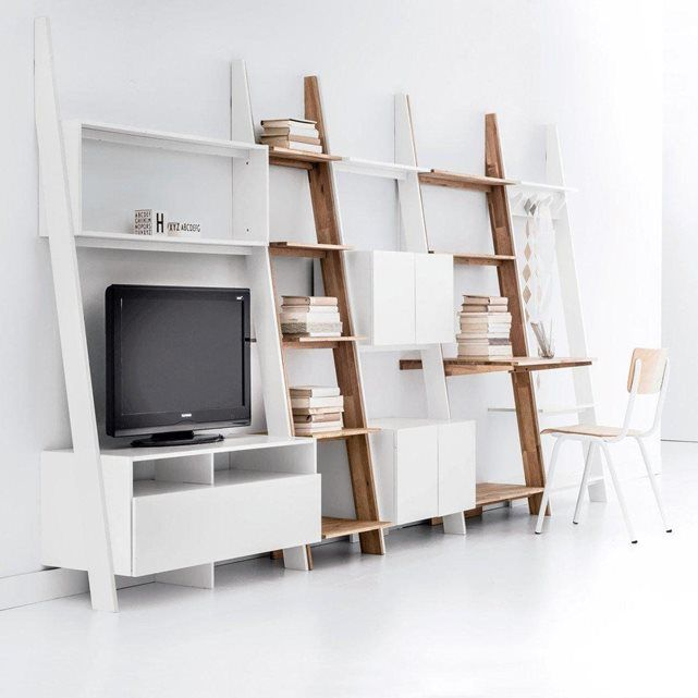 Une étagère échelle 4 portes Domeno. gain de place et esthétisme pour ce meuble malin à fixer au mur.