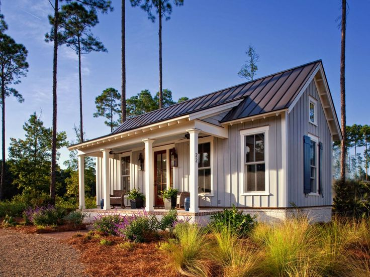 Cozy Farmhouse Cottage Maximizes Use of Small Space | Fresh Faces of Design | HGTV