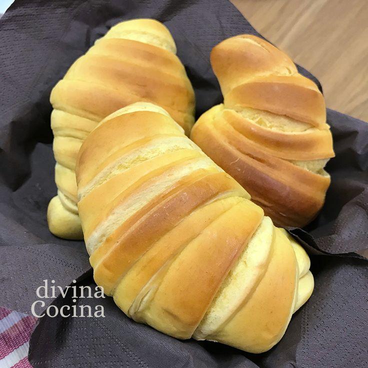 Cómo hacer croissants de masa casera de forma fácil. Hay 2 formas de prepararlos, con una masa sencilla 'abizcochada' y con la tradicional masa brioche.