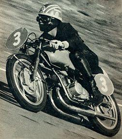 1962鈴鹿開幕戦 15周で行なわれた350ccクラスもヤマハ圧勝! 片山義美選手は2位に約1分もの大差をつけてフィニッシュした。