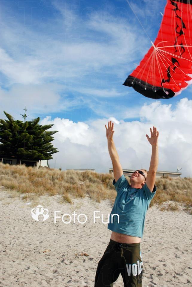 man and kite in papamoa beach