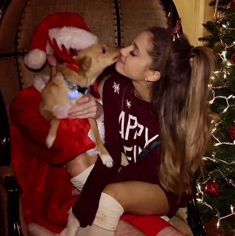 "Ahhh! Chequen el video navideño de Ariana Grande: ""Santa Tell Me"""