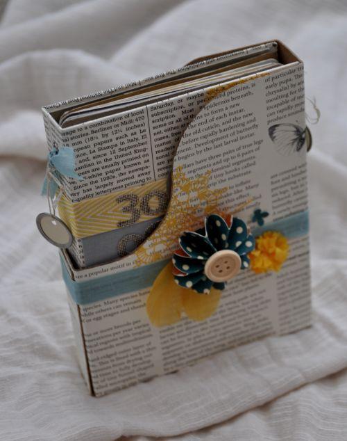 Chouette idée de mini dans sa boîte : http://taillefinescrap.canalblog.com/archives/2011/10/29/22476611.html