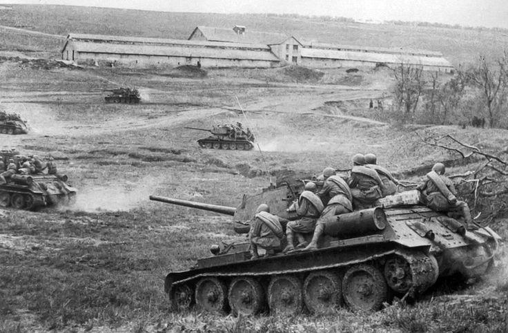 Soviet tanks T-34-85 armed with D-5T guns are attacking near Odessa, 1944 #WorldWar2 #Tanks