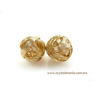 Aretes dorados en forma de bolita tejida estilo 13059