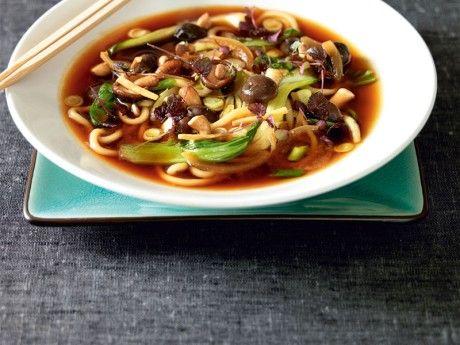 Soppa med udonnudlar och shiitakesvamp