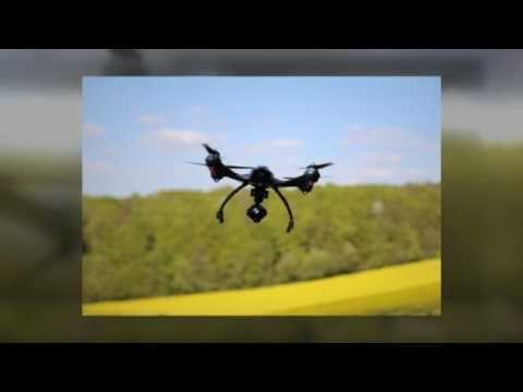 Dass die Anbieter im Bereich der Drohnen Haftpflichtversicherungen so zahlreich geworden sind und renommierte Versicherungsgesellschaften wie DELVAG, HDI oder R+V bereits entsprechende Haftpflicht Tarife anbieten, hat einen verständlichen Grund: In Deutschland gilt nach dem §43 des deutschen Luftverkehrsgesetzes eine Haftpflicht Versicherungspflicht für Drohnen und Quadrocopter jeglicher Art, die nicht als Spielzeug eingestuft sind.