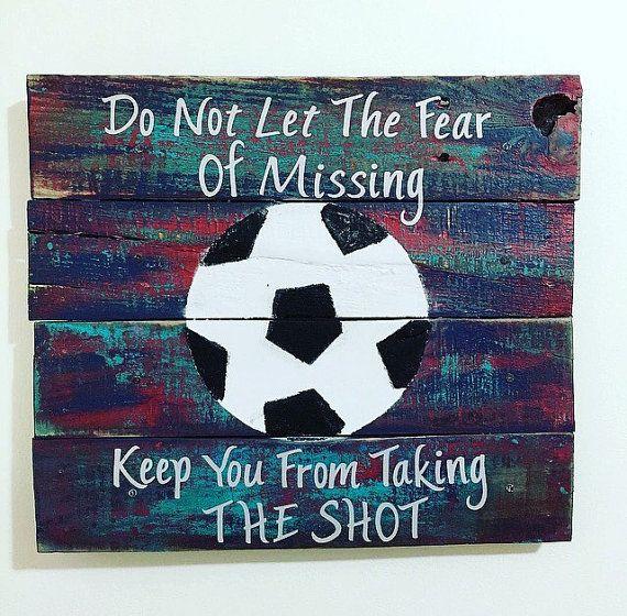 En mi tiempo libre yo juego el futbol.