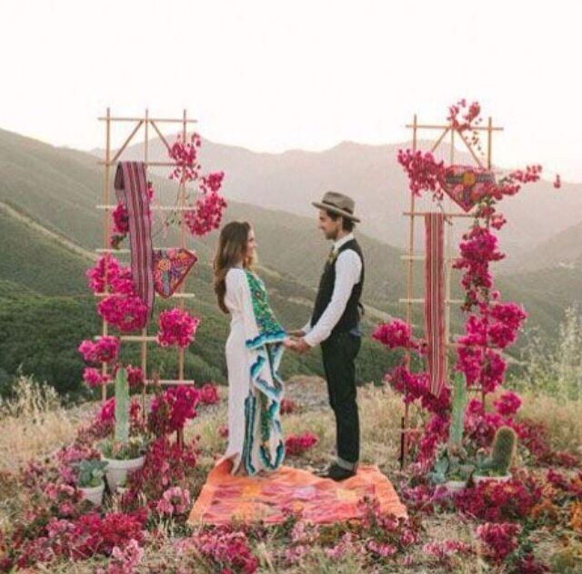 Breathtaking Bohemian Outdoor Wedding Altar: Hippie Wedding Decoration Ideas