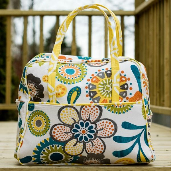 Dixie DIY: Travel Sewing: Train-Style Vanity Case from A Bag for All Reasons
