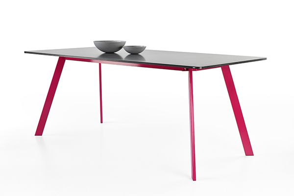Lorikeet concrete table by Tomas Vacek studiovacek.cz  designed for Gravelli.com