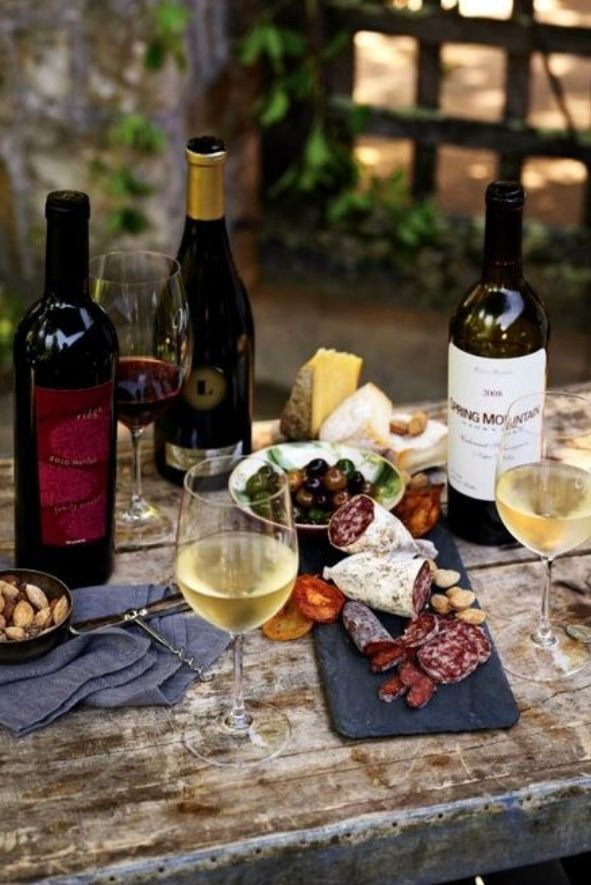 Now this looks like a nice way to spend a Spring afternoon, with great friends, good food, and wonderful wine!!!
