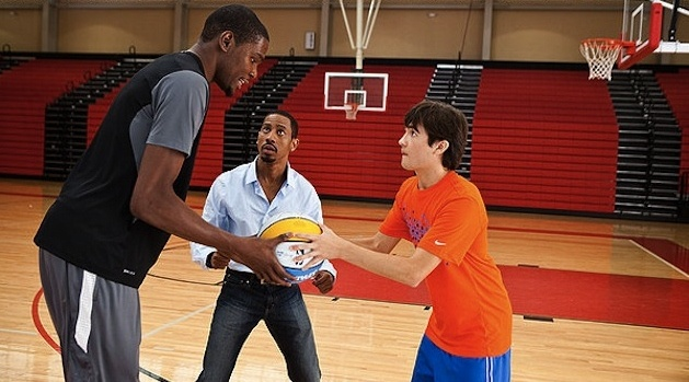 Thunderstruck stars the NBA's Kevin Durant as himself - in a very bad slump after trading skills with a no-talent high school kid. With Jim Belushi.