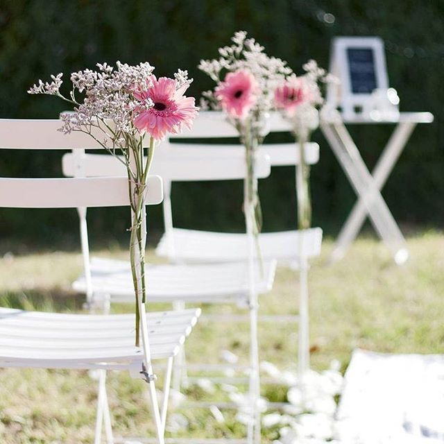 Tiempo de bodas y eventos al aire libre. Nuestra romántica apuesta es la Silla Bistro de @fermob 💛🌷 #DomésticoShop #design #designinterior #interiordesign #interior4you #interior123 #interiordecor #interiorstyling #instahome #home #nordichome #interiorlovers #decoration #love #styling #homedecor #interiorinspiration #color #homestyle #beautifulview #liveauthentic #visualslife #livethelittlethings