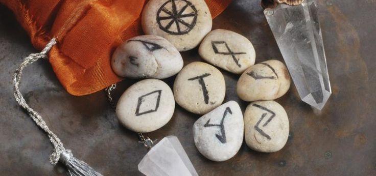 Runas Futhark: orígenes y usos del alfabeto rúnico
