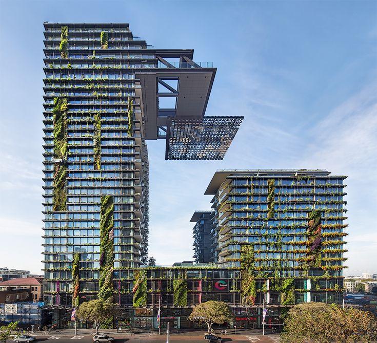 """One Central Park / Ateliers Jean Nouvel (Australie) Cet immeuble australien, situé en banlieue de Sydney, a déjà été élu """"tour de l'année"""". Il a été conçu par les équipes de Jean Nouvel et l'agence d'architecture australienne PTW, et a été remarqué pour sa parure végétale signée Patrick Blanc. Autre particularité de cet immeuble: tous ses occupants, où qu'ils se trouvent dans la tour, on accès à la lumière naturelle !"""