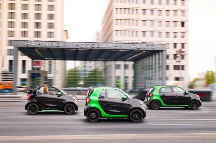 Smart переделала все свои ситикары на электромобили (видео)