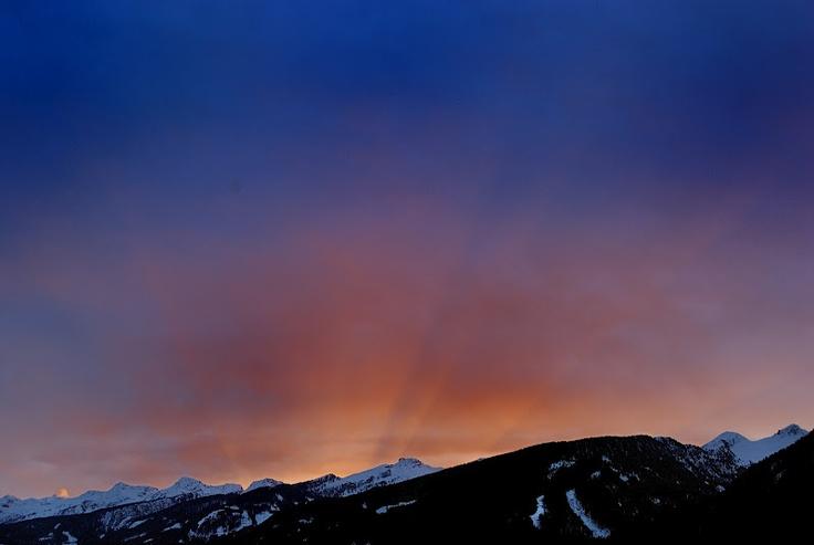 l'alba sulla Catena del Lagorai.  www.visitfiemme.it