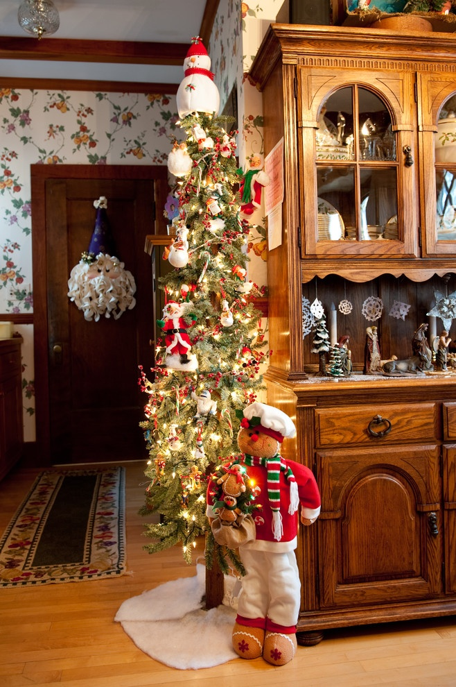 Cute Alpine tree decorated | Country christmas decorations ...