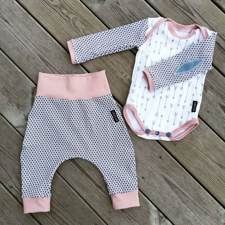 Love this free pattern! This baby onepiece is so fun to sew. You find the link below. Free pattern! Spara