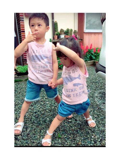 兄妹コーデ♡♡ ピンクノースリーブかわいい! ピンク男子!ブルーも入ってるから 男の子でもOK🙆