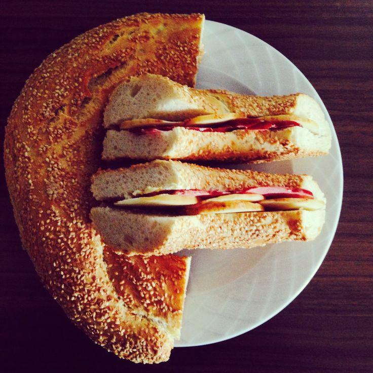 Κουλούρι με Καπνιστό Τυρί Θεσσαλονικης και σαλαμι!  Koulouri with Smoked Thessaloniki Cheese and Salami!