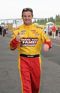 "Kenny Wallace Says ""Thank You"" To The Fans great guy"