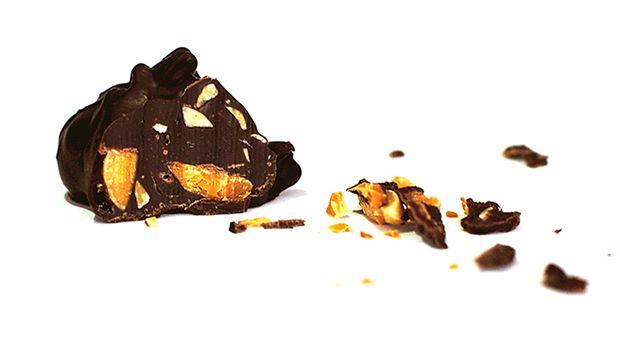Brute Diamond - O Diamante Brute é o diamante natural, que possui o valor de máximo de dureza na escala de Mohz. O diamante antes de tratado encontra-se no seu estado mais puro, originando ao diamante em bruto.   Sabores: Amêndoa crocante envolvida num cremoso chocolate negro. http://www.diamondschocolate.com/details.php?id=10