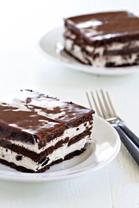 It's summer! Hooray! With steamy temperatures finally arriving in Ohio, I'm working overtime to churn out frosty, freezy desserts that'll cool everyone down and give 'em a big smile too. Oreo Ice Box Cake...