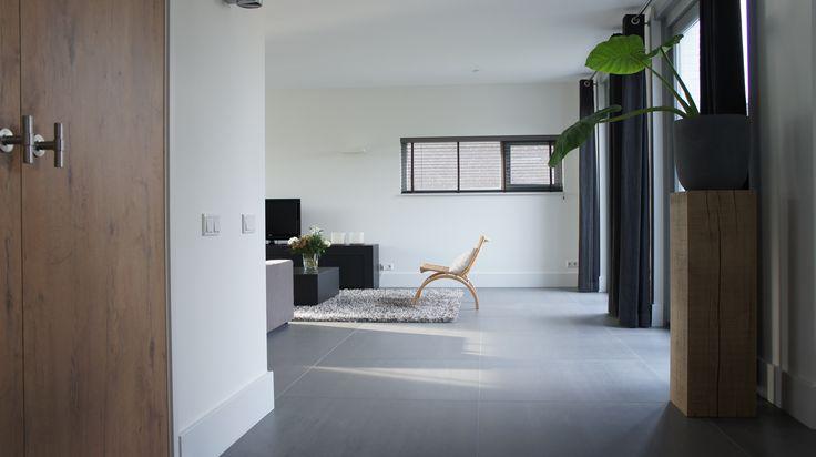 Tegelvloer betonlook antraciet 100 x 100 cm woonkamer