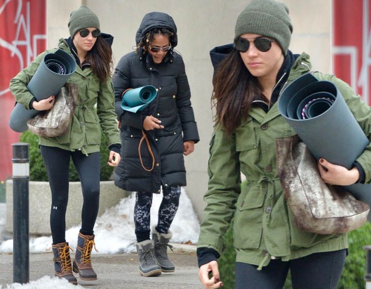 Prince Harry\'s girlfriend, Suits star Meghan Markle was pictured leaving a yoga class with mum, Doria in Toronto, Canada on 27th December.