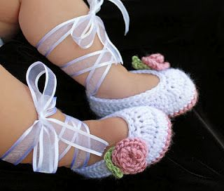 Crochet baby shoes.  Adorable!